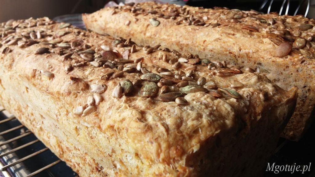 Chleb na drożdżach z ziarnami