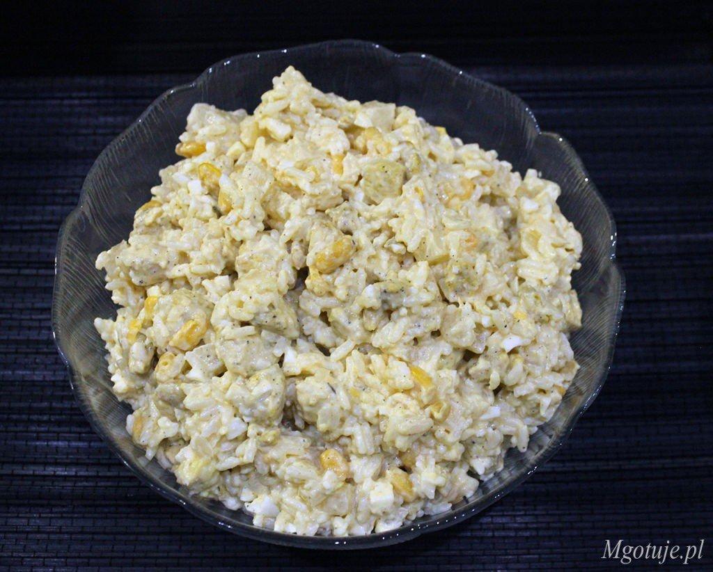 Salatka Z Ryzem Kurczakiem I Ananasem Mgotuje
