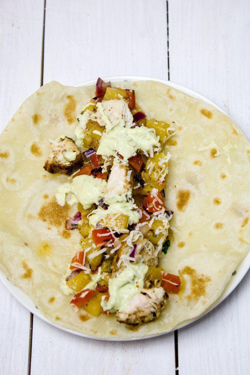 Tortilla z kurczakiem i salsą z ananasa