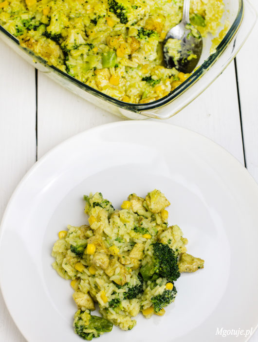 Zapiekanka z ryżem, kurczakiem i brokułami