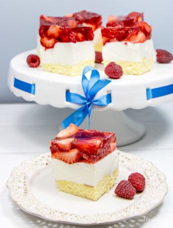 Ciasto jogurtowe z galaretką i owocami